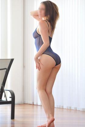 Sexy escort Janine met kleine borsten
